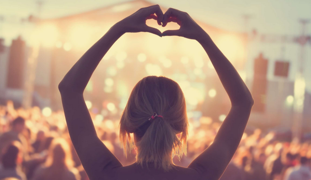 6 Steps to Turn Ordinary Customers into Passionate Groupies